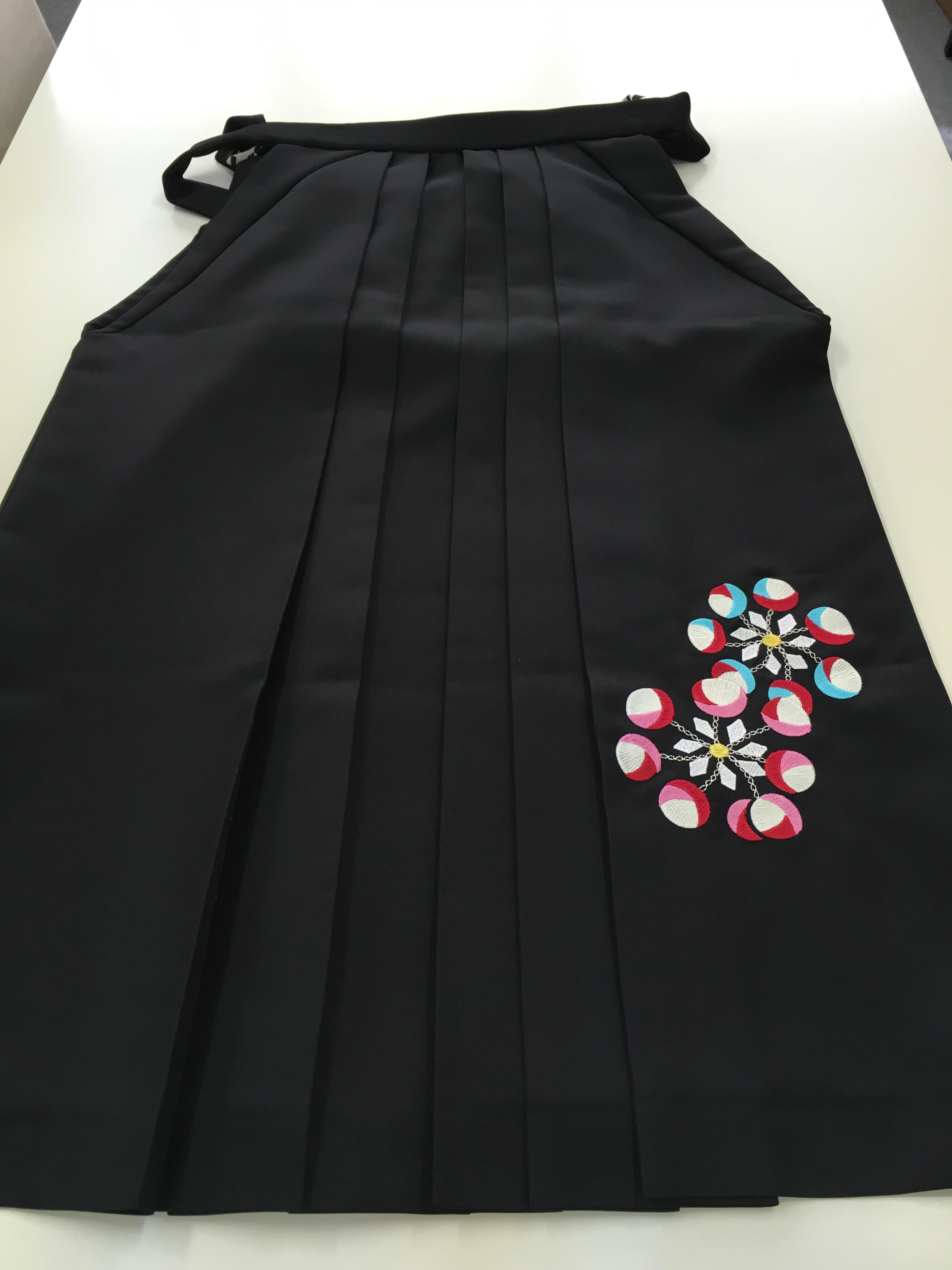 黒 袴 お洒落 オシャレ 刺繍 綺麗 ルームへ行ってみた。その2 袴 レンタル 卒業式 初めての着物 初めての袴 借りる