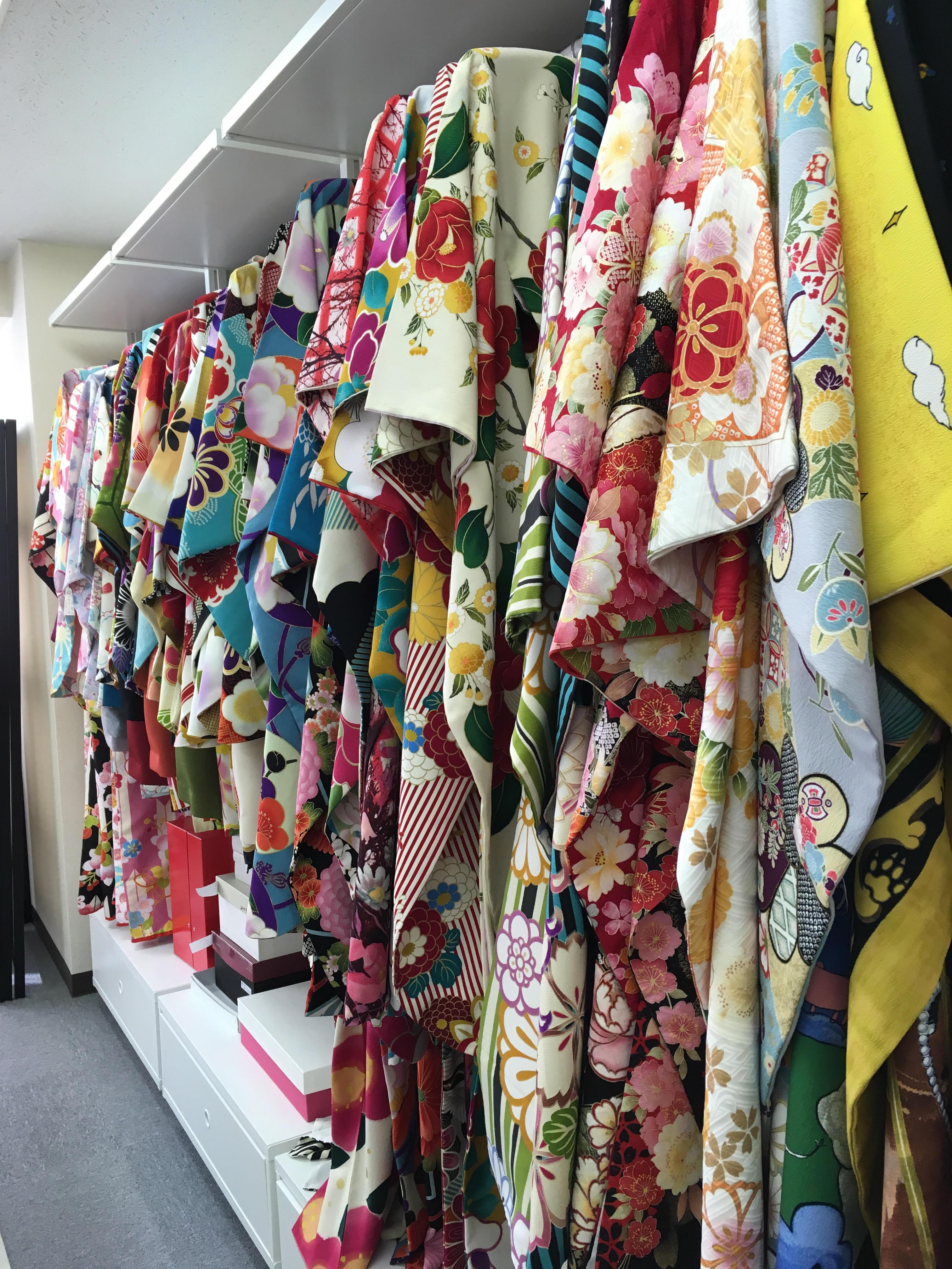 ショールーム 袴 卒業袴 振袖 沢山 気軽に見られる ルームへ行ってみた。その2 袴 レンタル 卒業式 初めての着物 初めての袴 借りる