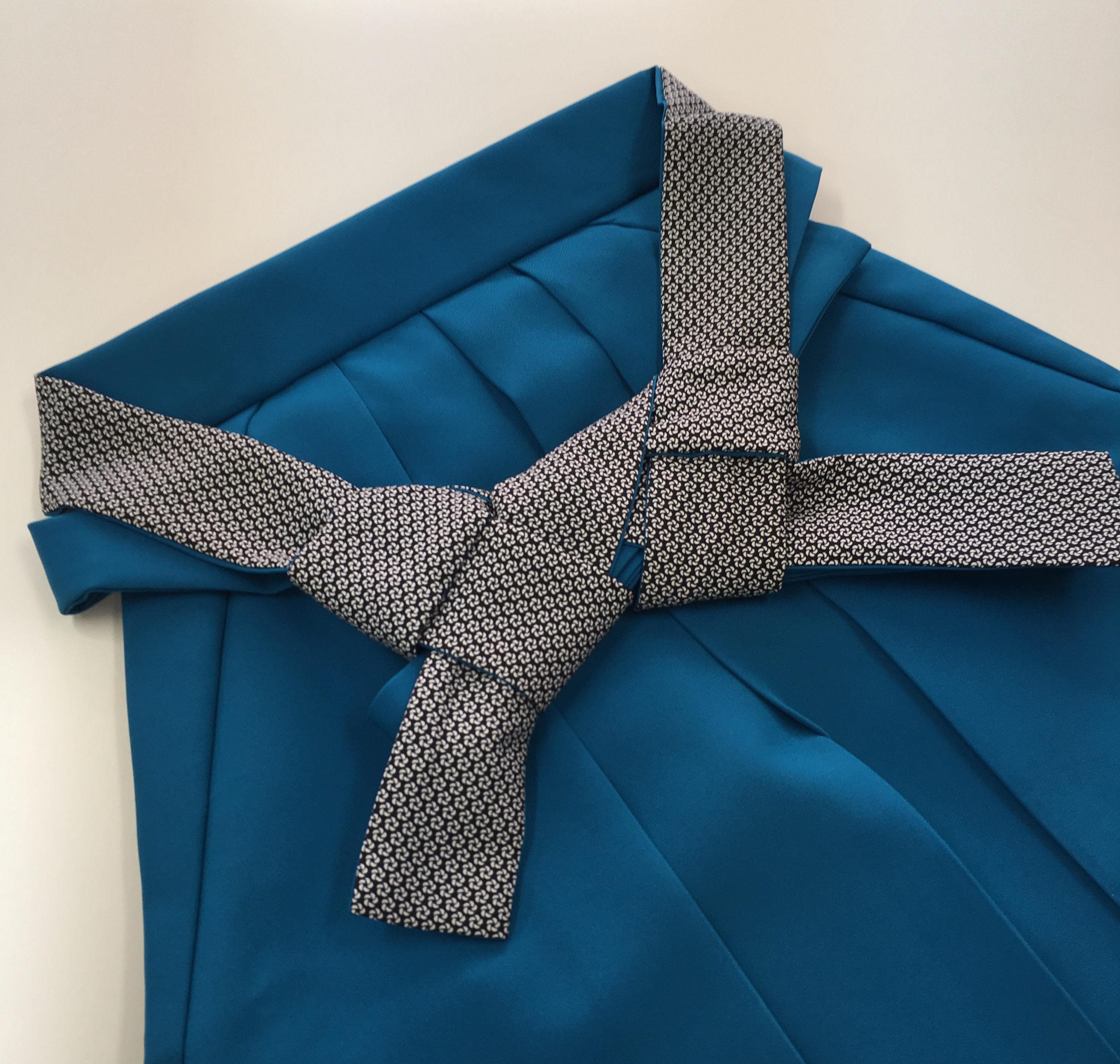 綺麗なブルー 袴 袴紐お洒落 可愛い ルームへ行ってみた。その2 袴 レンタル 卒業式 初めての着物 初めての袴 借りる
