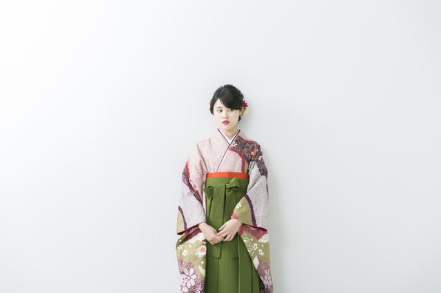 ブーツ?それとも草履?袴を着るときの小物使いのポイントとは